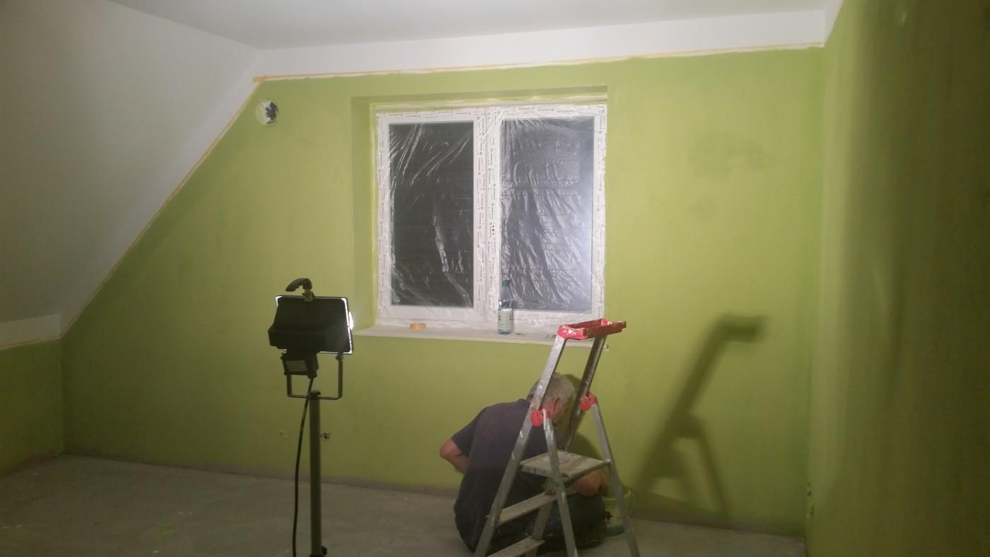 Badezimmer Streichen Oder Tapezieren. Schritt Bearbeitete Wand ...
